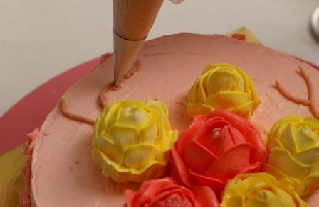 Roses on cake