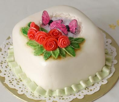 Cake Decoration By Fondant : Fondant cake with simple roses   BAKING PROJECT